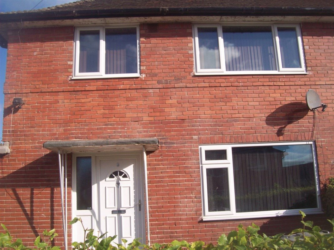 repointing specialists working in seacroft leeds 01138080784 picture showing cut/raked mortar joints