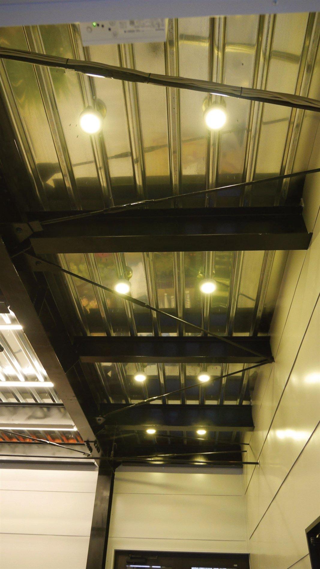 1階 入口側 直付LEDダウンライト