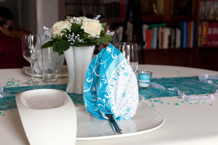 aqua diamond confetti table place setting