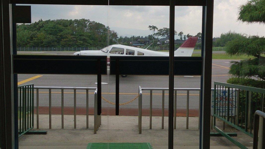 セスナ パイパー 自家用機 離島 温泉 めぐり 新潟 佐渡島 空港
