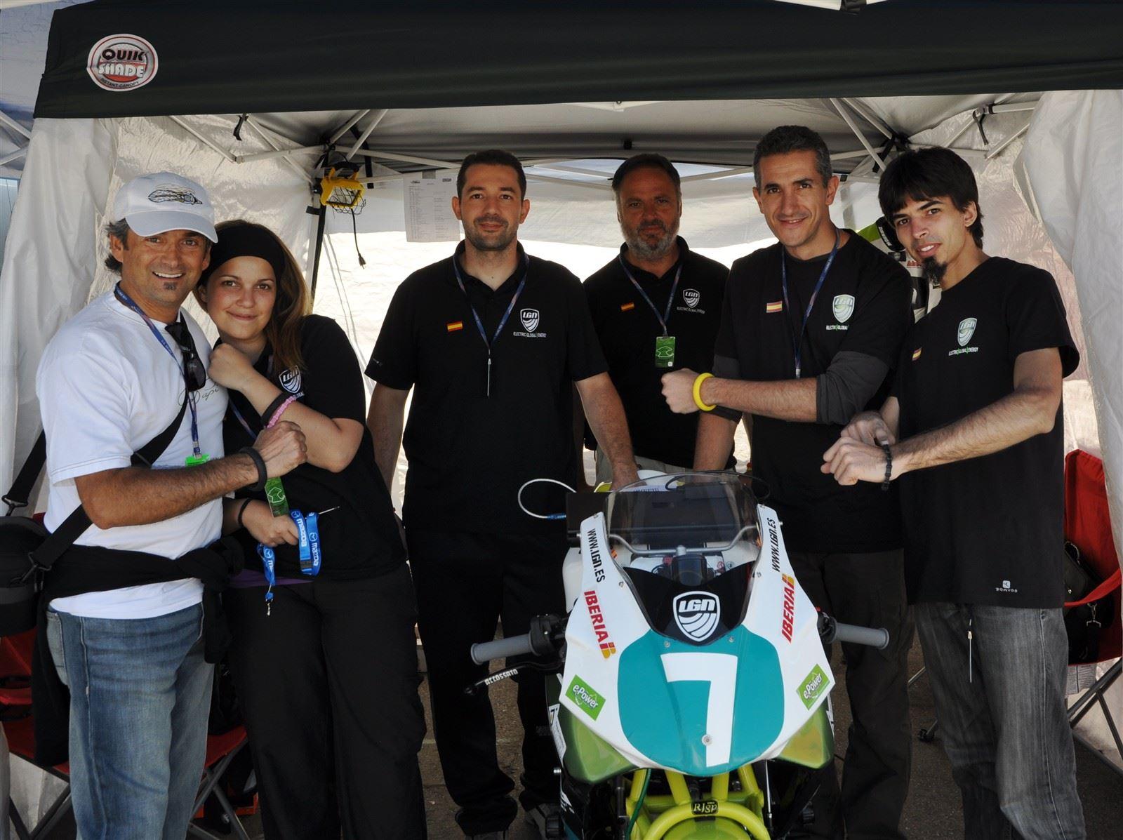 EP Deisgner Rolando Ortiz & Team LGN : Team LGN wearing EuroPapi wristbands