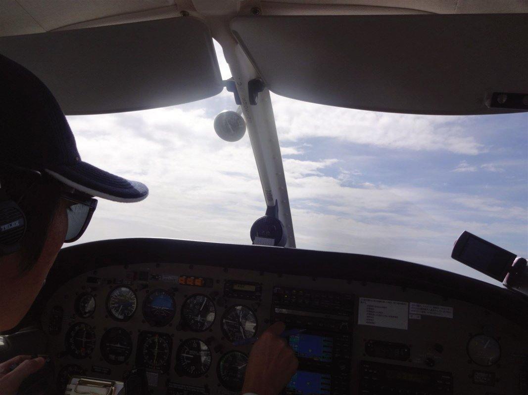 セスナ パイパー 自家用機 で 仕事 高知 空港