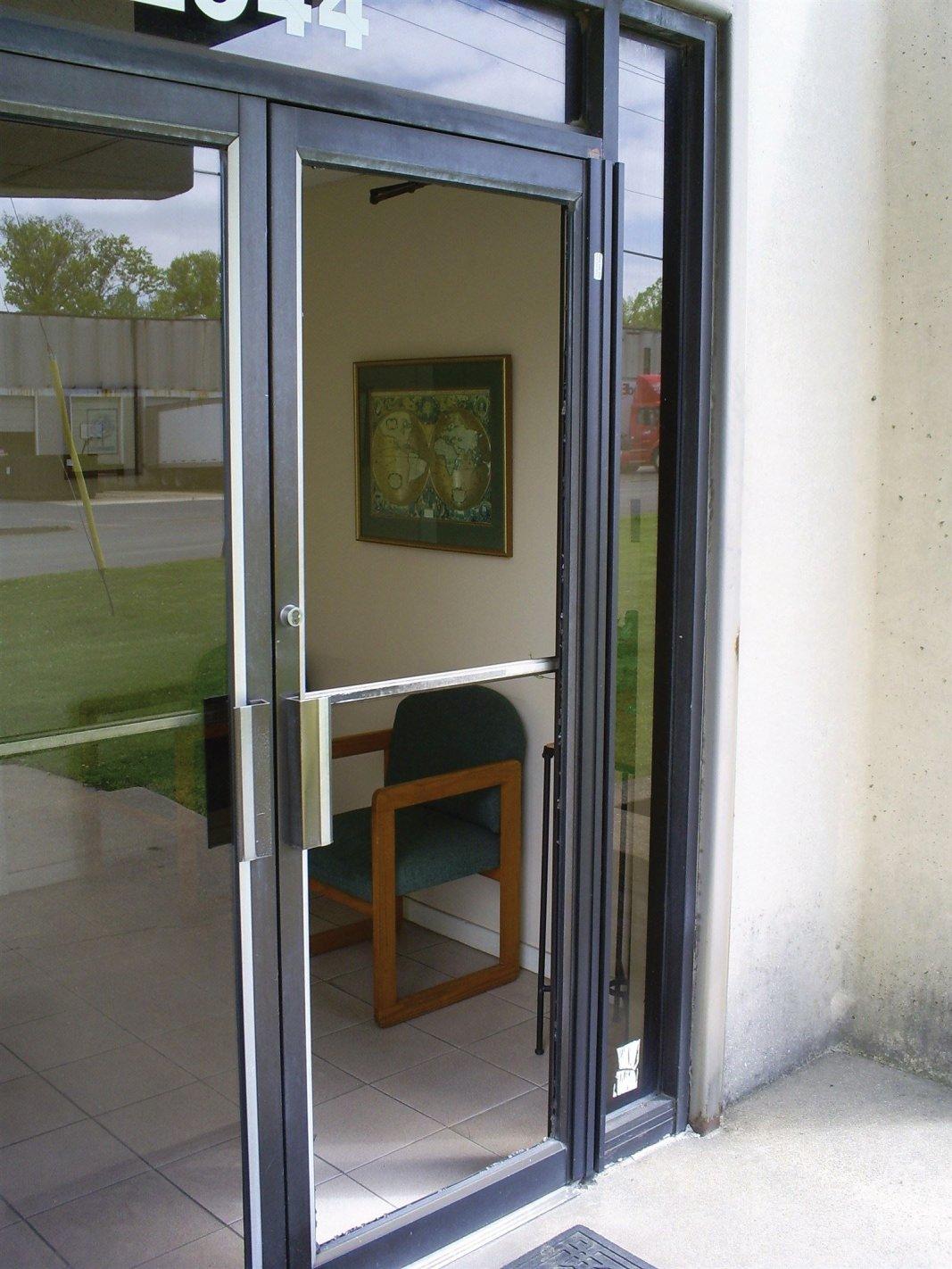 Storefront door glass repair Philadelphia
