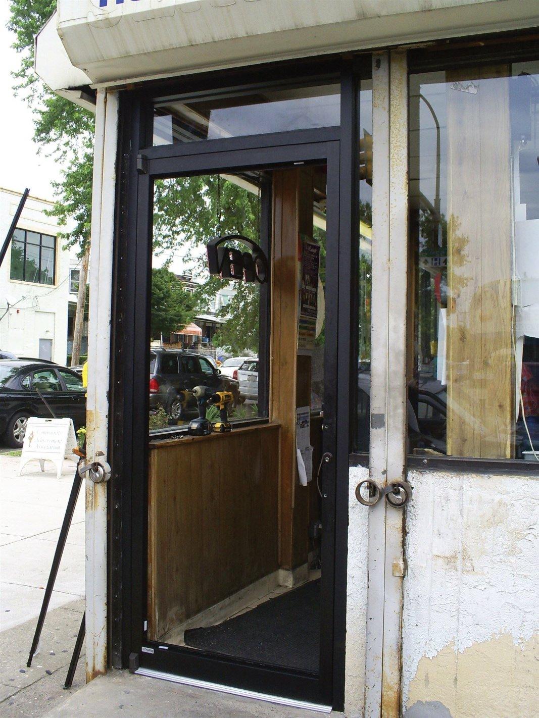 : Installing the new door glass