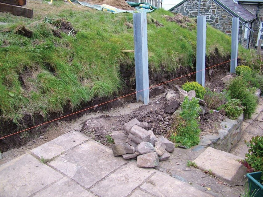 Steel columns for retaining wall Ceredigion