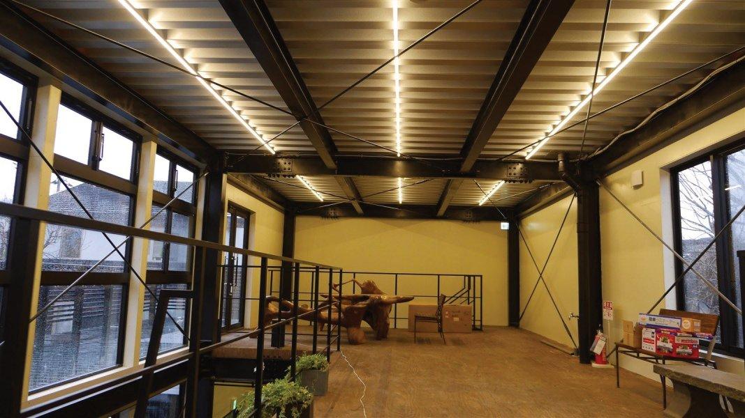 2階 カフェスペース LEDチューブライト