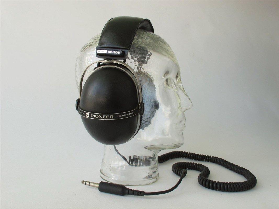 Pioneer SE 305 vintage headphones