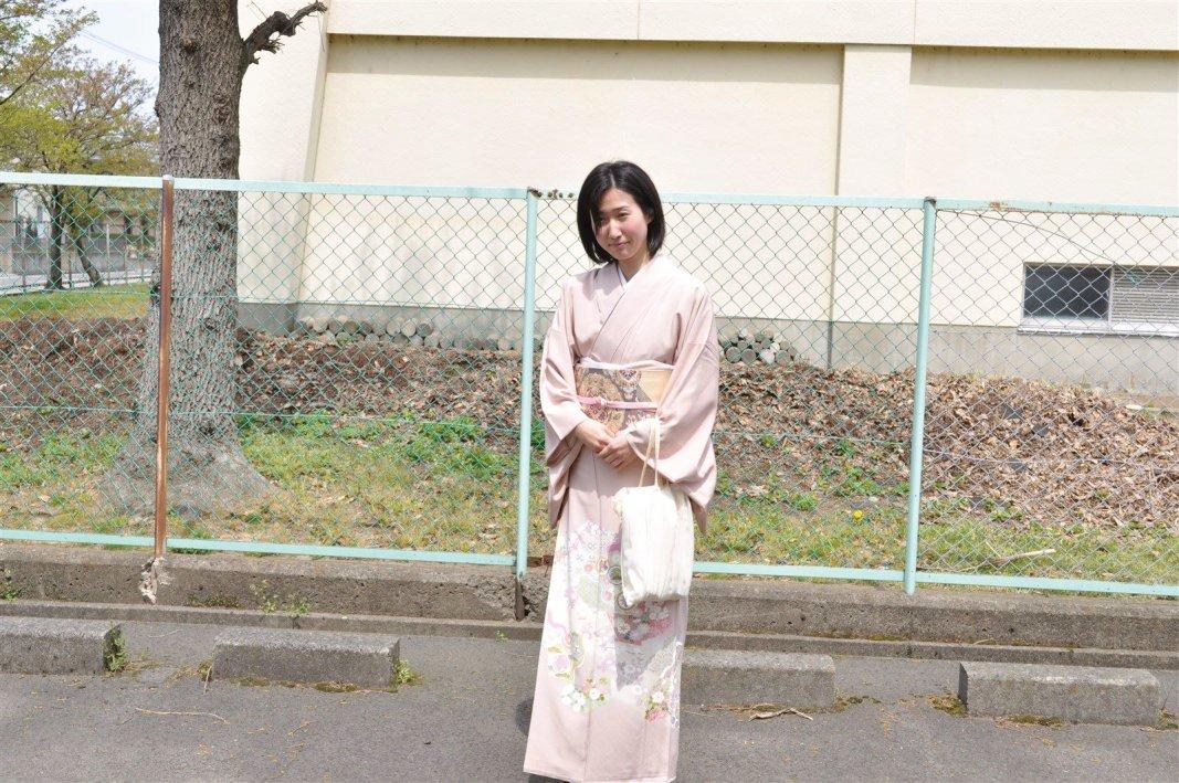 友人の結婚式へ 春色ピンクの着物