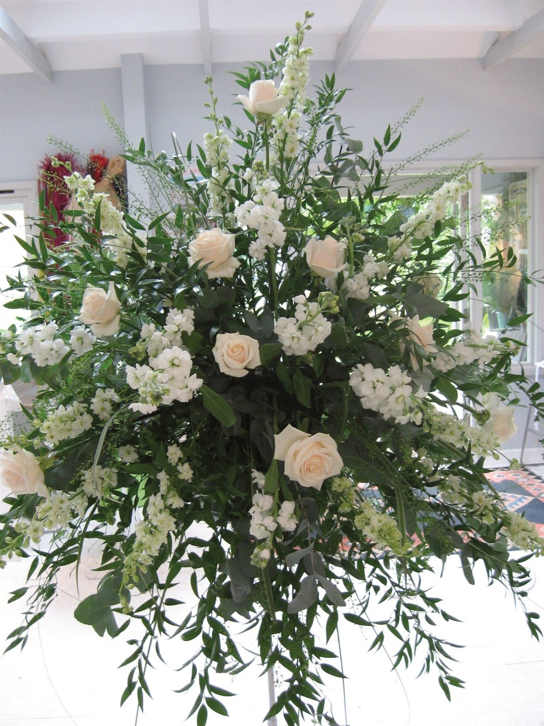 WEDDING FLOWERS KENT FLORIST USING VENDELA ROSE FOR PEDESTAL DISPLAY AT RECEPTION!
