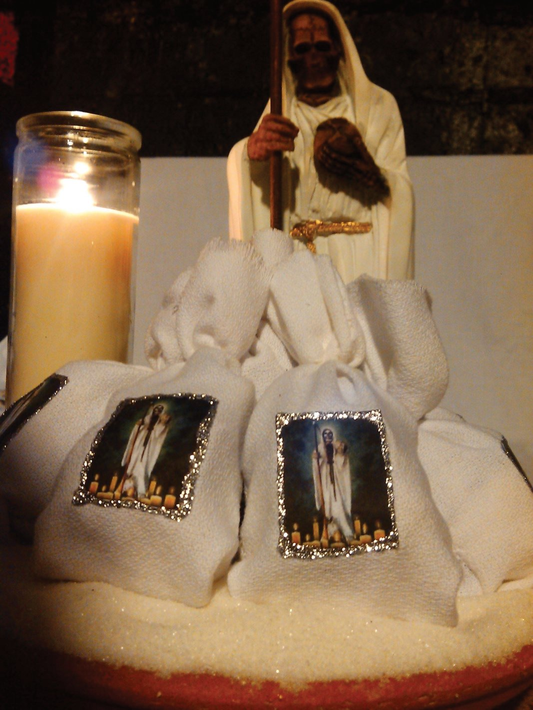 Santa muerte amulet (blanca)