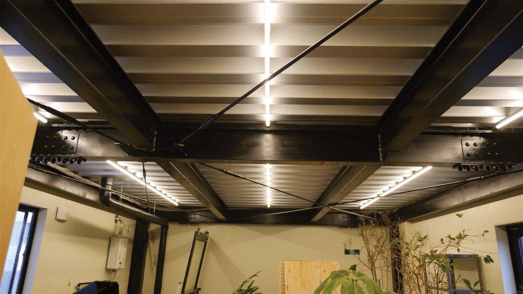 2階 事務所 LEDチューブライト