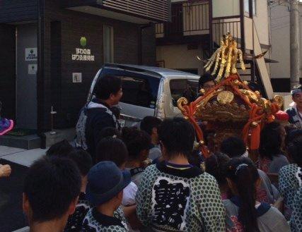 当院の前も元気な子供神輿が通りました。