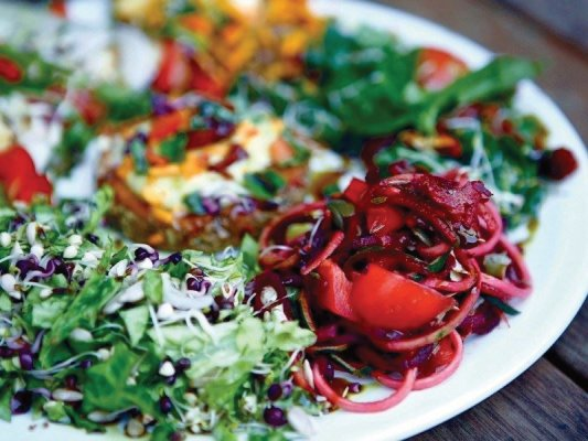 Raw food and vegetables