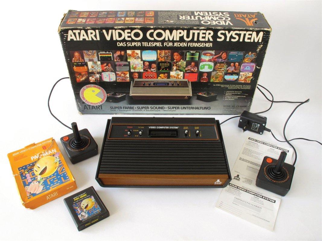 Atari 2600 Game console, boxed