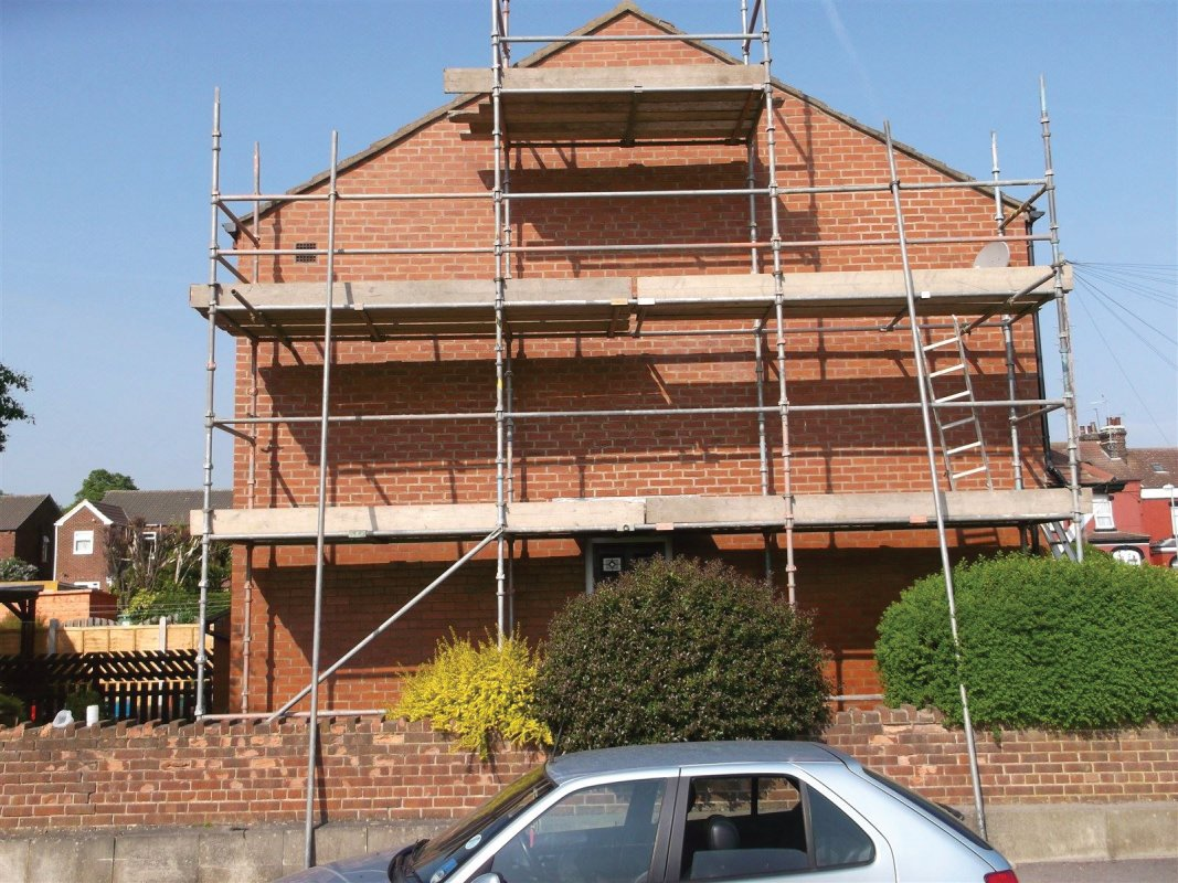 repointing of a gable end wall IN WORTLEY LEEDS ALL WORK CARRIED OUT BY LEEDS POINTING