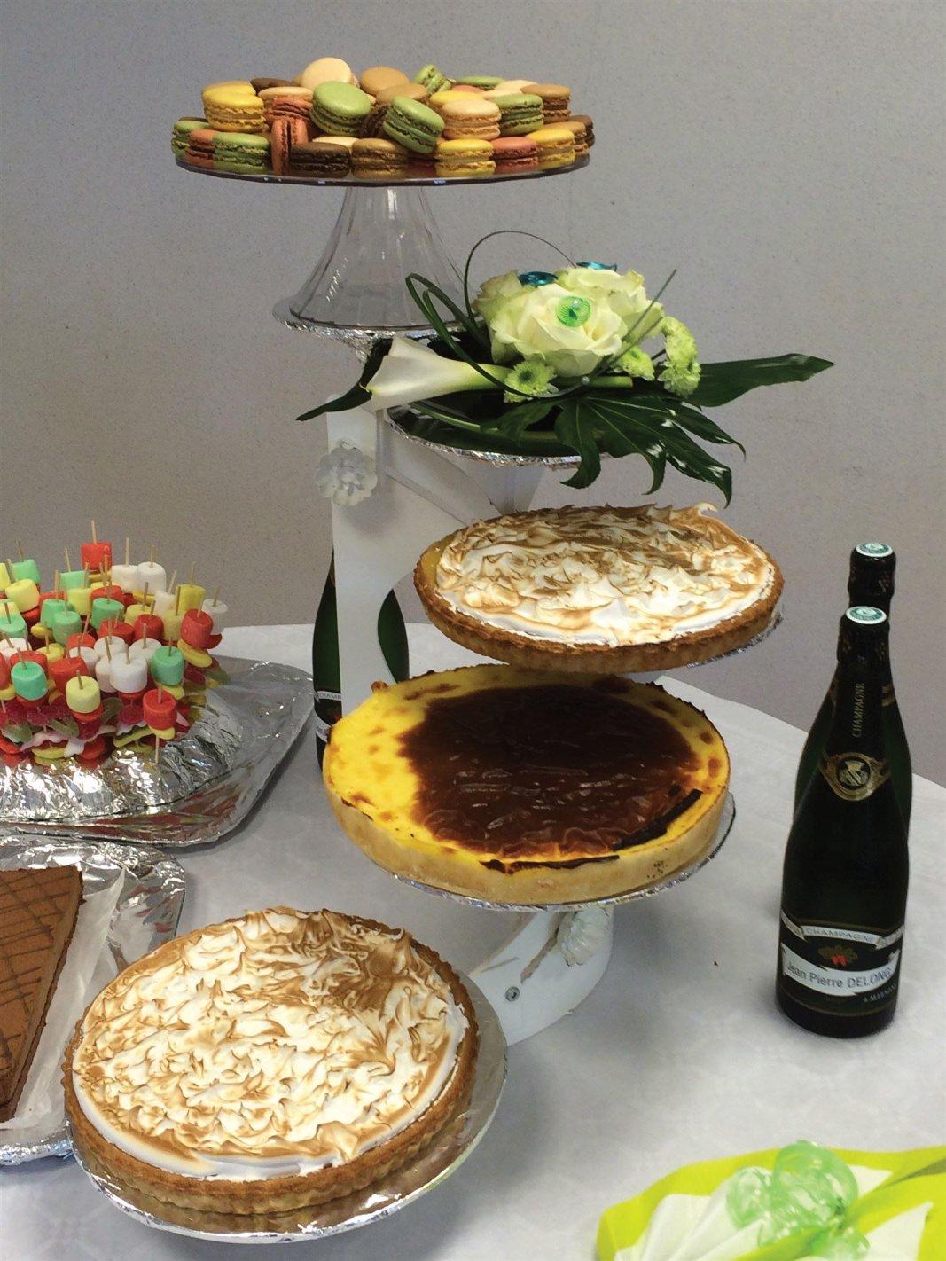 composition florale fraîche de buffet