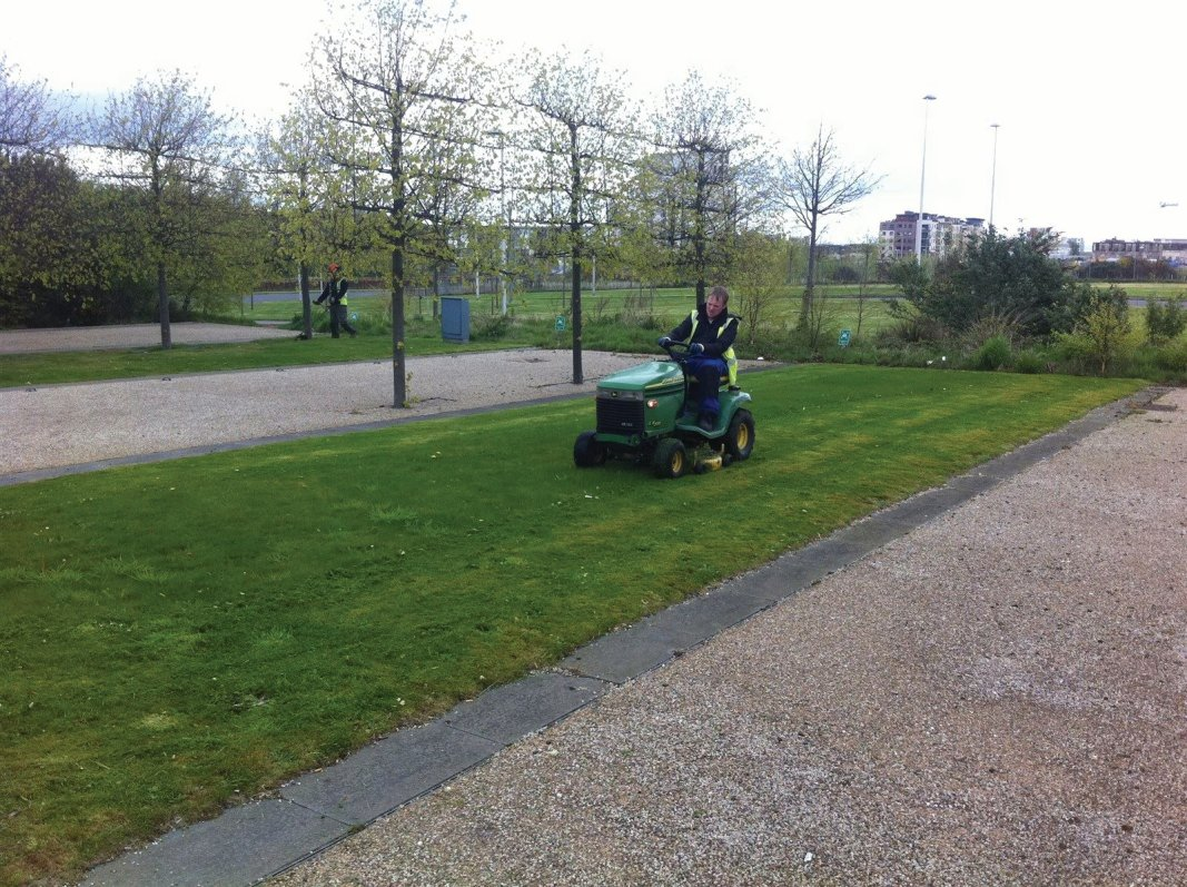 Office Landscape maintenance and grass cutting in Edinburgh, Midlothian, East Lothian, Fife and the Scottish Borders regions