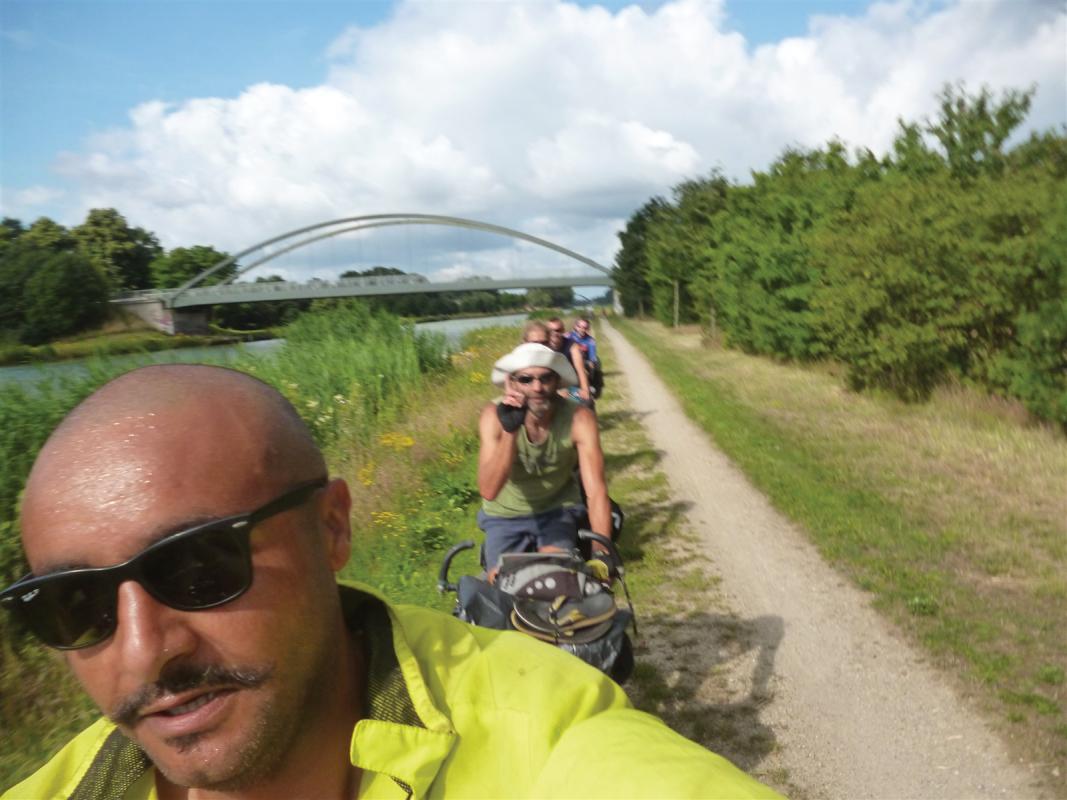 : Selfie road