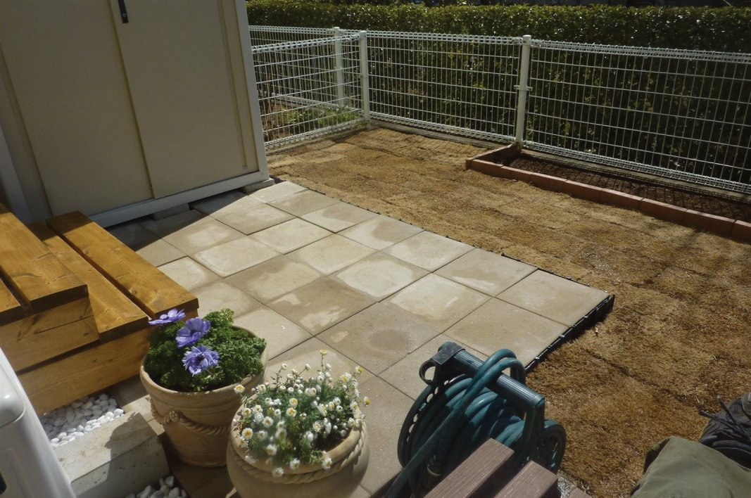 庭造りに、芝生張りこみ、砂利敷、ツーバイフォーでのデッキ作成はいかが