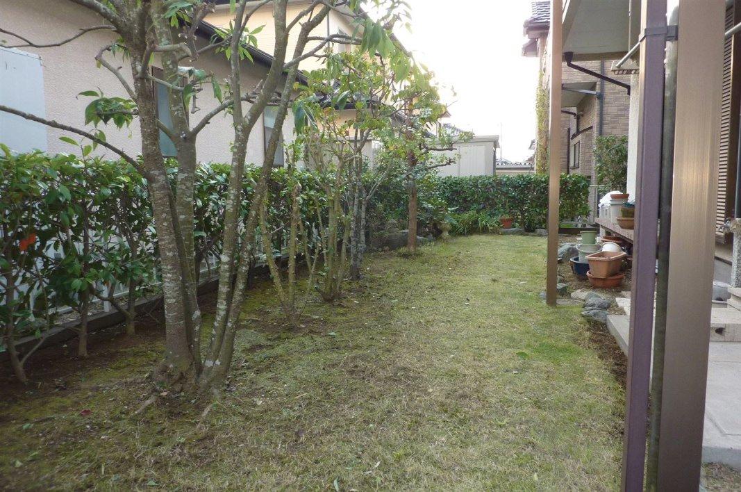 植木の剪定や、草刈芝刈り、消毒や除草剤散布などもご相談下さい