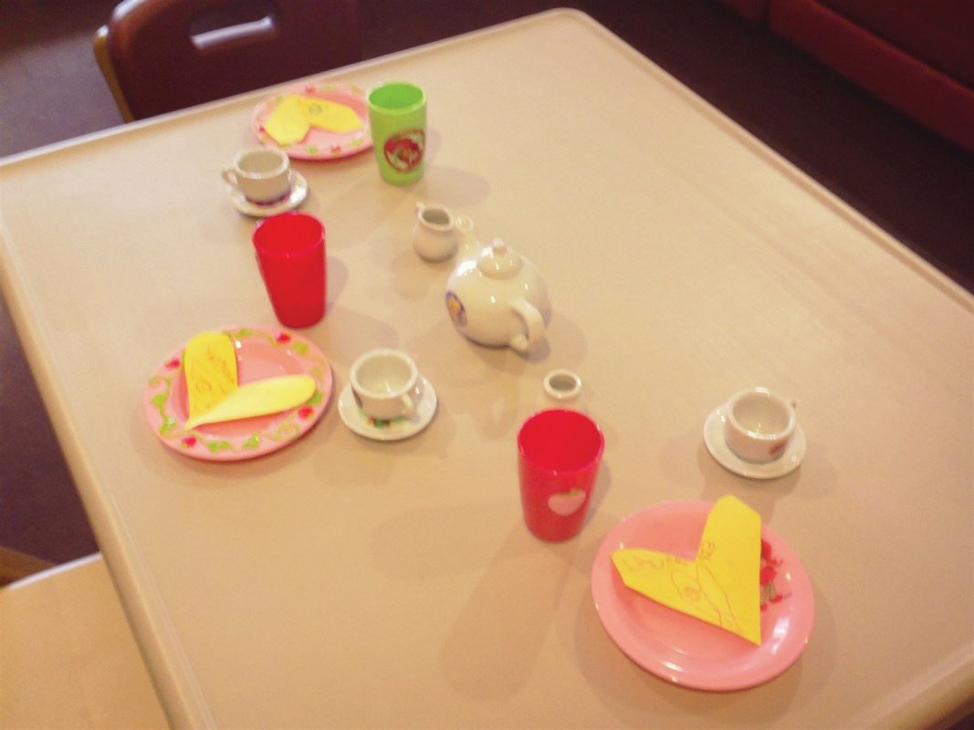 Setting the table with place cards