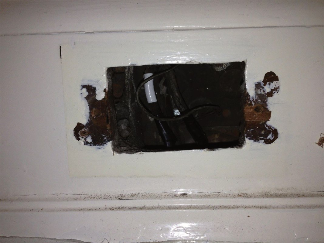 Hyde Park Chicago Old wiring cloth-covered wire retrofit upgrade updating