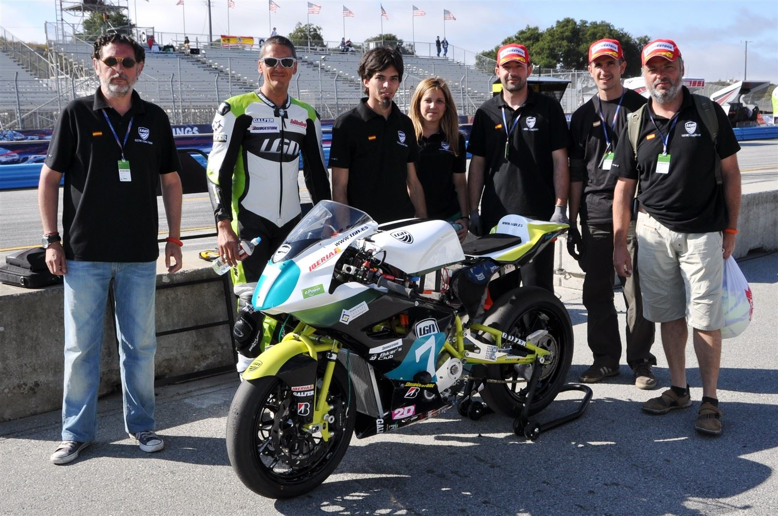 Team LGN before qualifying race