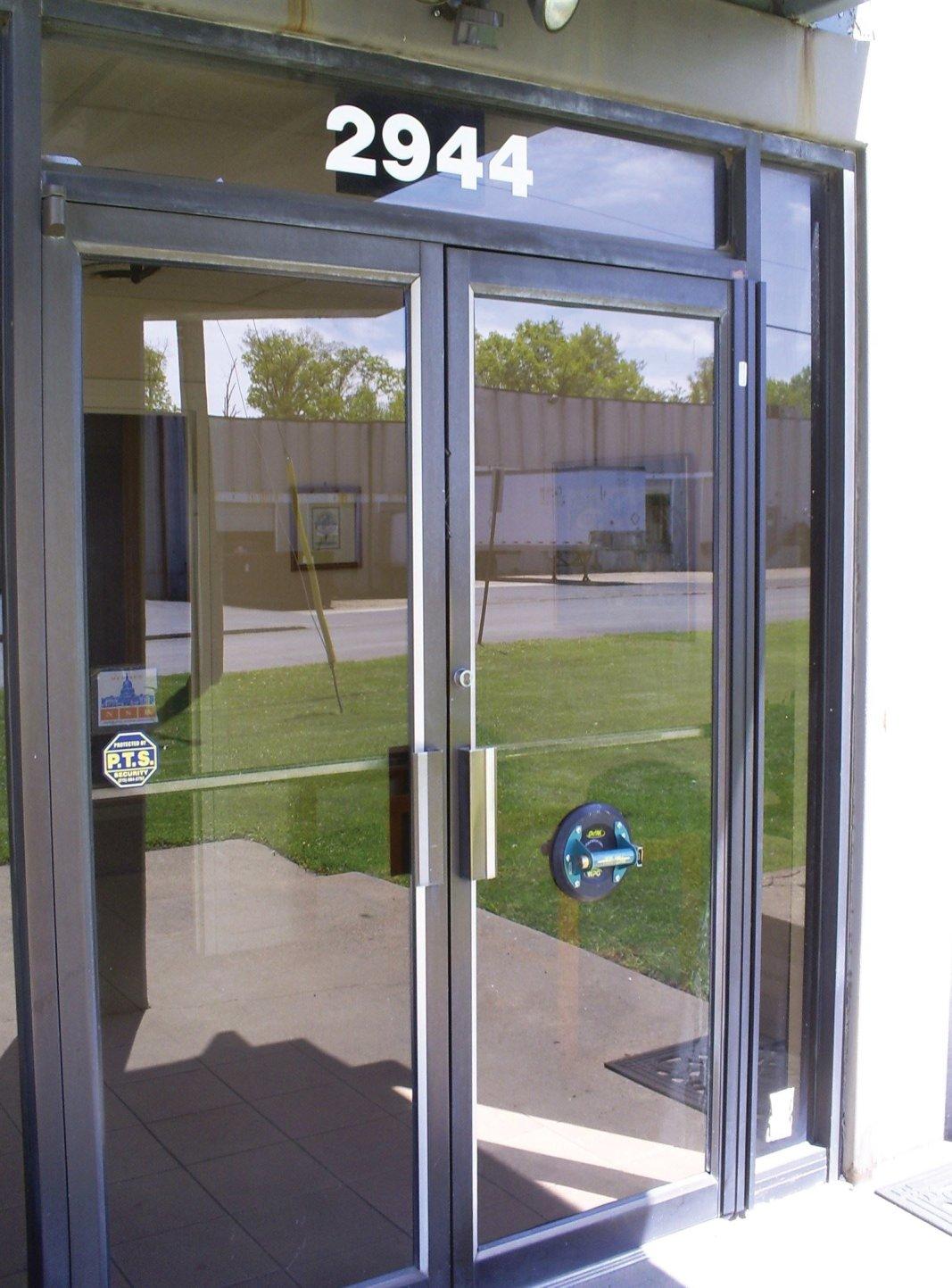 Door Glass Repair complete