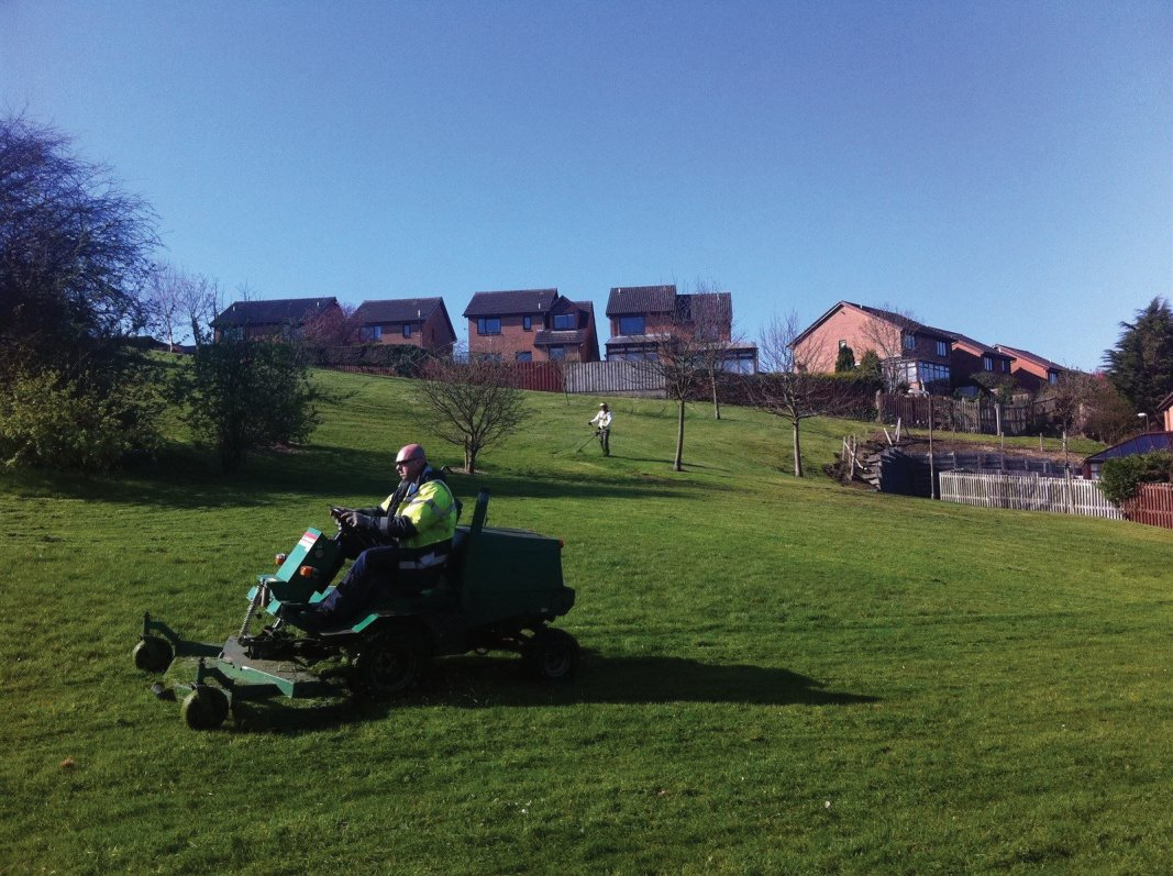 Rideon grass cutting for large areas.Housing estate open space and green space care and maintenance throughout Edinburgh, Midlothian, East Lothian, Fife and the Scottish Border regions.