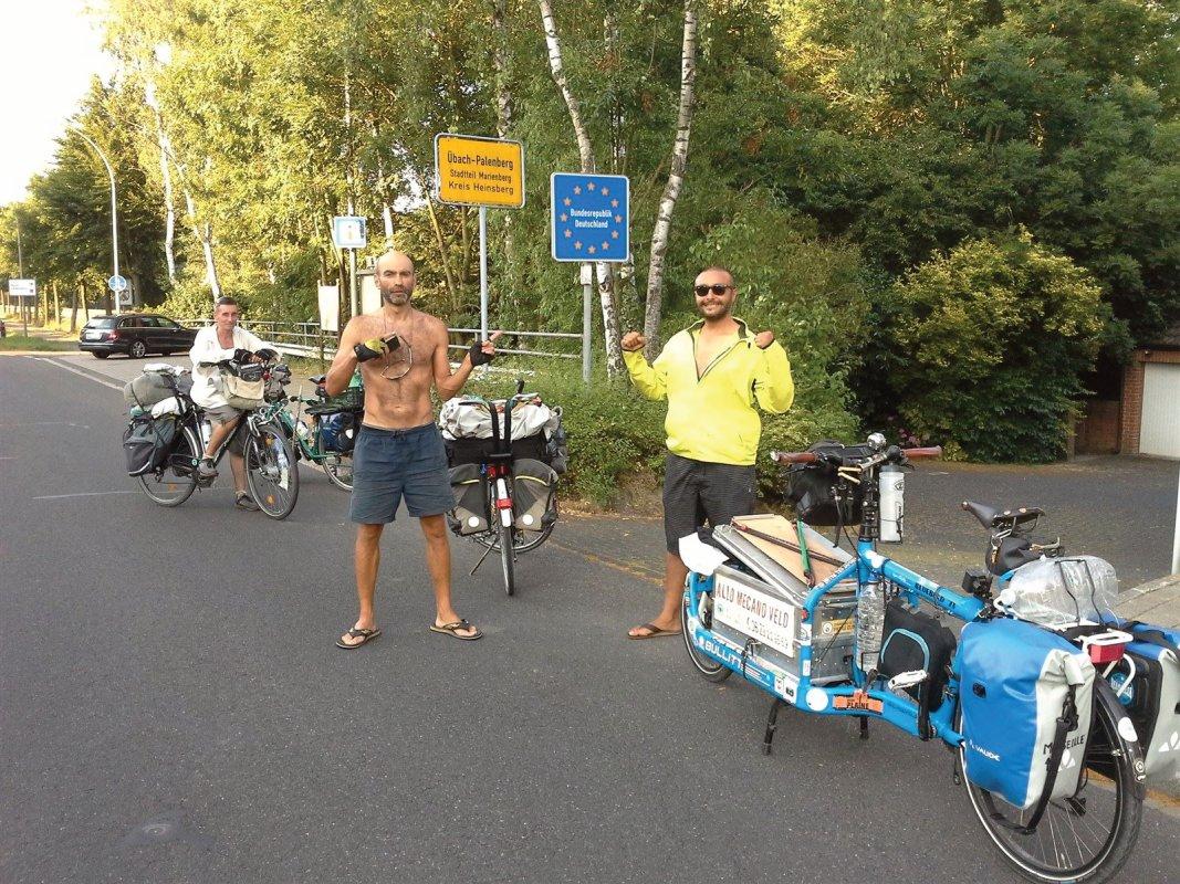 : Passage frontière Hollande-Allemagne, après la traversée de maastrich, toujours en direction de Berlin