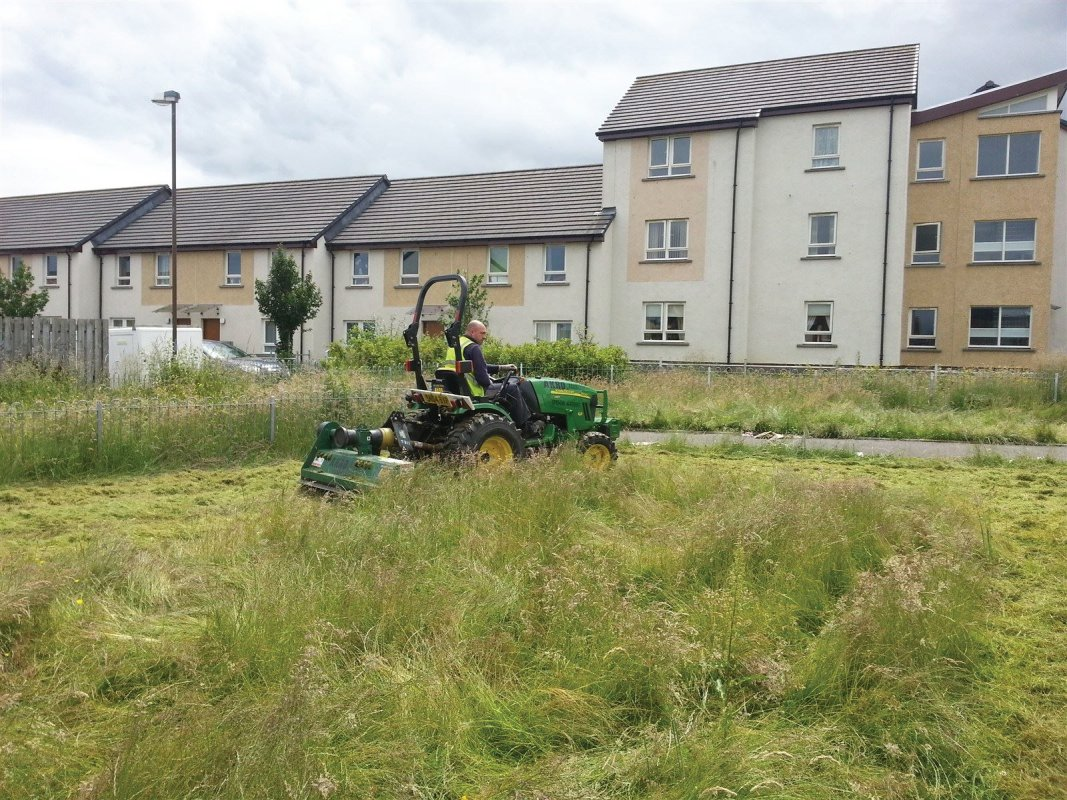 Large overgrown grass areas are dealt with with our tractor and flail machine. This machine is ideal for virtually any overgrown grass area, paddocks, wild meadow clearance and general land clearing operations. Edinburgh, Midlothian, East Lothian, Fife and the Scottish Border regions